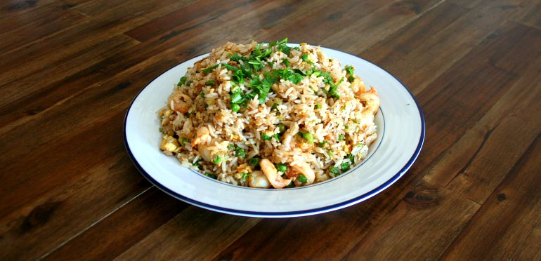 how to cook yangzhou fried rice Yangzhou fried rice ingredients salt 1tbsp chinese (shaoxing) cooking wine 2 medium eggs, beaten 3 if you want to make a special dish for dinner, the following recipe is perfect for you i will share yangzhou fried rice which takes 10-15 minutes to cook.