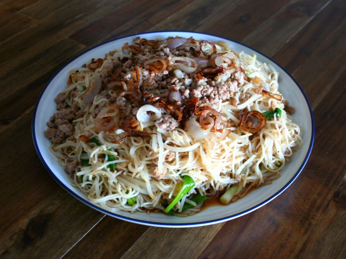 Rice Noodles with Pork and Bean Sprouts