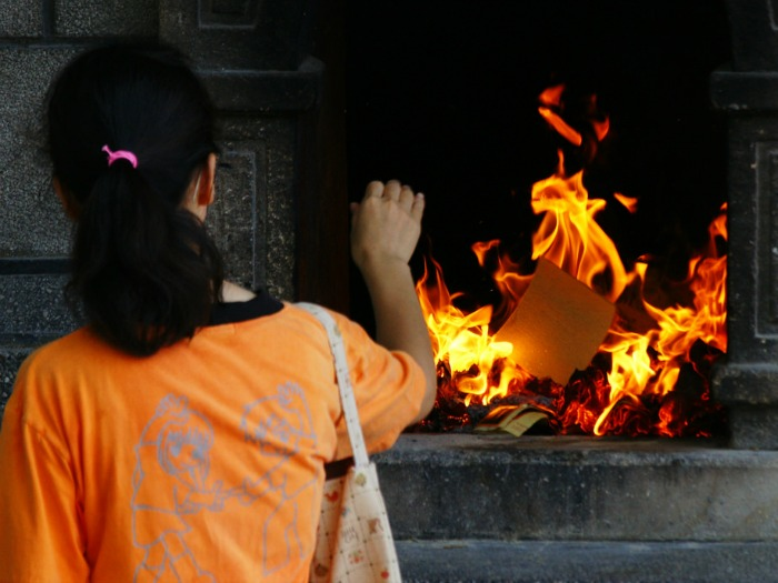 Consequently Burning Joss Paper Is An Essential Part Of Chinese Funeral Customs Offerings Can Be Elaborate And Typically Include